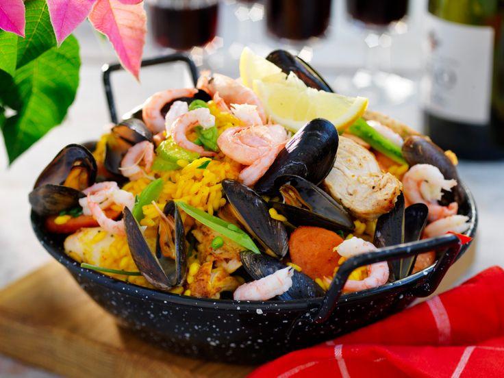 I den spanska paellan är saffran en självklar krydda. Ett recept som passar bra när du vill bjuda på något som känns lite kul och lyxigt.