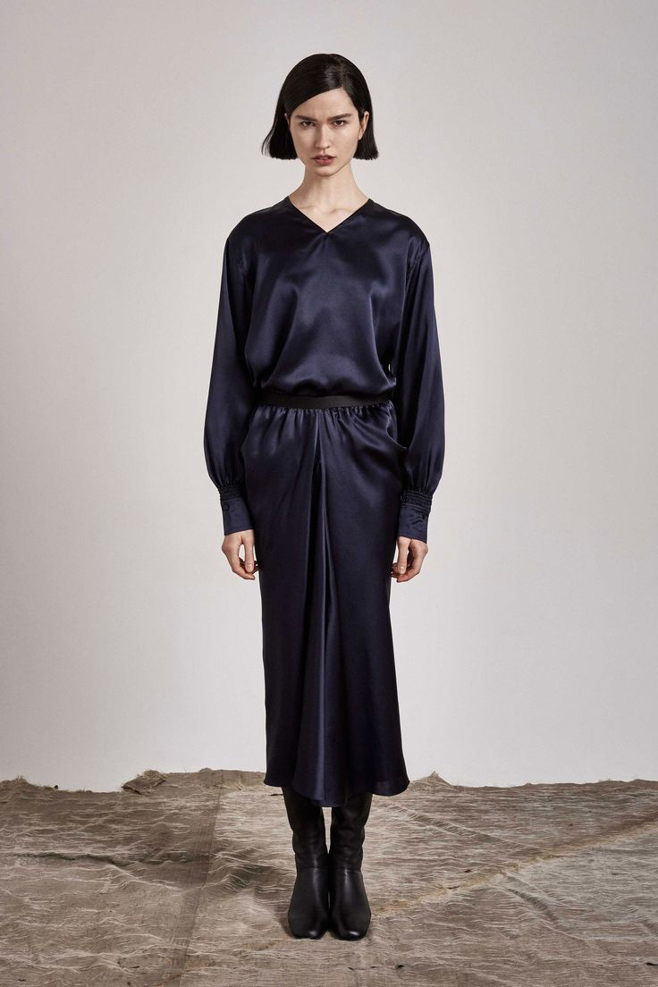 See the complete Nehera Pre-Fall 2017 collection.