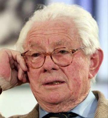 † David Hamilton (83) 25-11-2016 De Britse fotograaf David Hamilton is op 83-jarige leeftijd in zijn woonplaats Parijs overleden. Dat heeft een bron bij de politie vrijdag gemeld. Hamilton werd vooral bekend door zijn portretten van jonge vrouwen. Het zijn vaak foto's van schaars geklede meisjes, in een romantische, dromerige stijl. https://youtu.be/5aLx7faCIv0?list=PLf_lNiTM_AnvCDh9M0f-pzYutj8FaMrPa