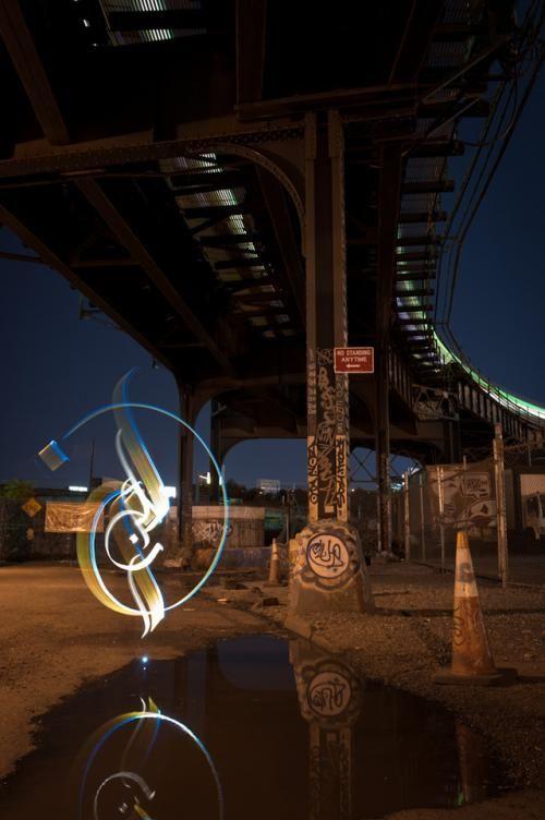 光の軌跡で描かれた闇の中の芸術アート21枚 | 世界の笑えるオモシロ画像
