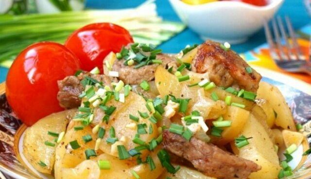 Представляем вашему вниманию ещё один рецепт приготовления свинины с картошкой в фольге в духовке. Это блюдо замечательно подойдёт как к обеду, так и к ужину. Можно подать и...