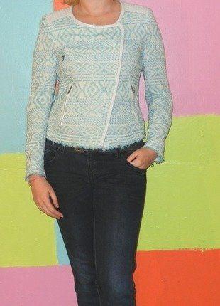À vendre sur #vintedfrance ! http://www.vinted.fr/mode-femmes/autres-manteaux-and-vestes/29947924-veste-perfecto-motif-turquoise-simili-cuir-tl40-42-zara-trafluc-demi-saison-casualrockethnique