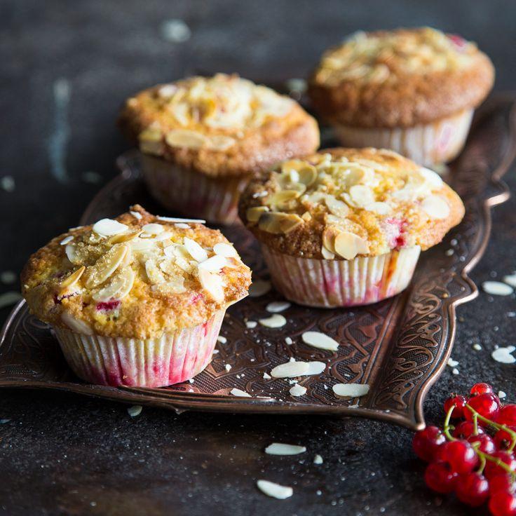 Die saftig-süße Köstlichkeit aus luftigem Teig, süßer Fruchtfüllung und knuspriger Mandelkruste ist einfach zu lecker - da kann niemand widerstehen.