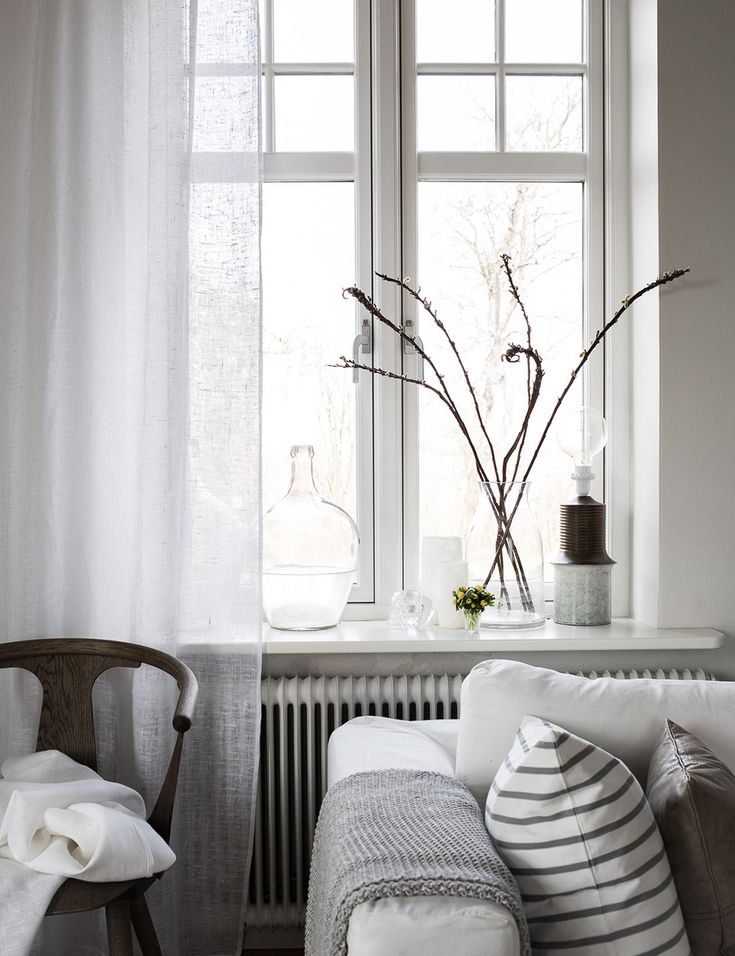 Nordic living room, beautiful light and airy curtains