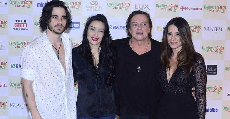 Cleo Pires recebe a família em pré-estreia de filme