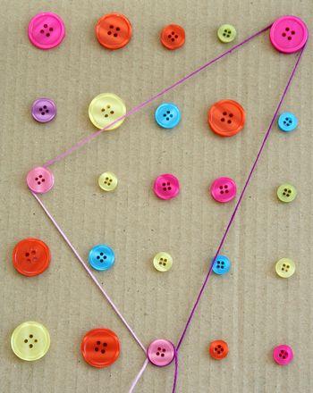 Cómo enseñar las formas geométricas con un juego de botones.