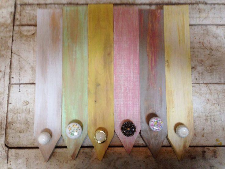 Perchero 6 perchas pátina pasteles