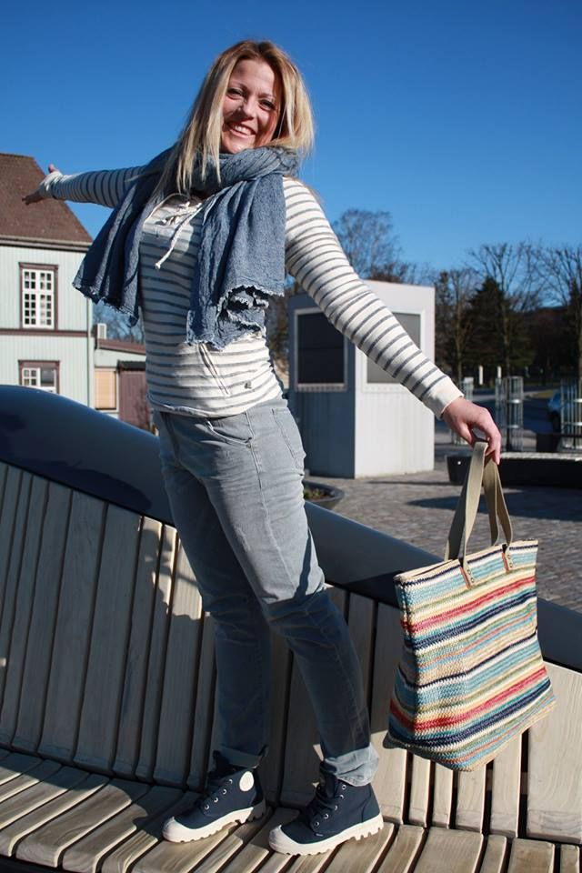 Genser fra Second Female, skjerf og veske fra Becksöndergaard, jeans fra Maison Scotch og sko fra Palladium. #secondfemale #becksondergaard #maisonscotch #palladium #muztsarpsborg