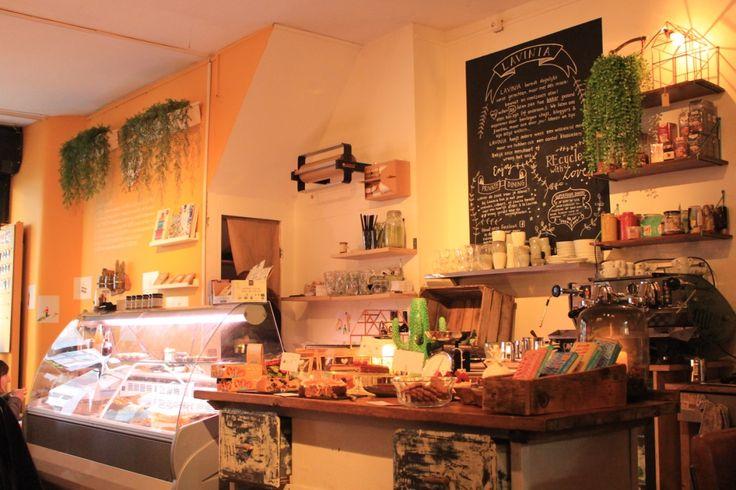 Ben jij iemand die bewust met voeding bezig is? Veelal zelf kiest voor een gezonde lifestyle waarbij je alles zelf klaar maakt en waar mogelijk e-nummers en andere toevoegingen vermijd? Ga dan naar Lavinia Good Food in Amsterdam.
