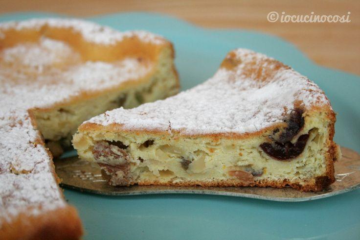 La torta di ricotta calabrese è un dolce sofficissimo e profumato, con agrumi calabresi, canditi e mandorle.