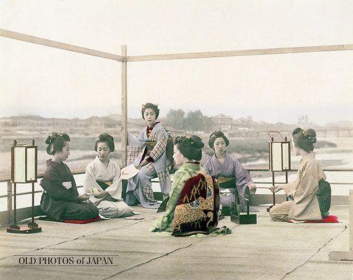 OLD PHOTOS of JAPAN: 納涼床と芸者 1890年代の京都