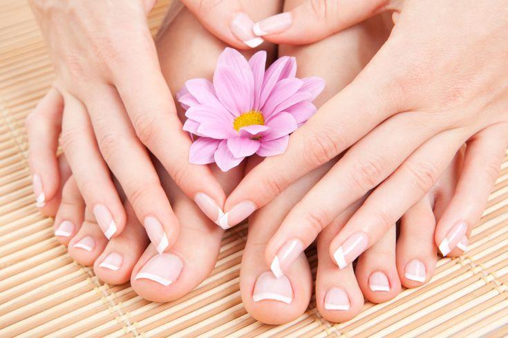 Come rinforzare le unghie: rimedi naturali. Molte donne ricorrono alla ricostruzione delle unghie con il gel perché non riescono in nessun modo a farle allungare