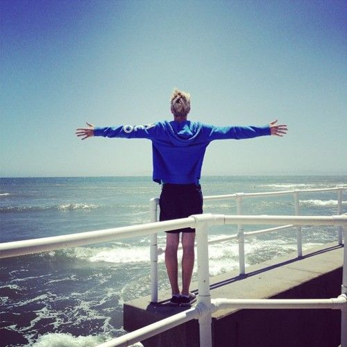 I think Riker thinks he's in the Titanic or something, but its cute so...you know whatever...
