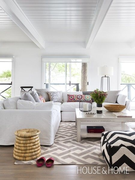Relaxed and slightly bohemian - low profile sofa, graphic and indian patterns