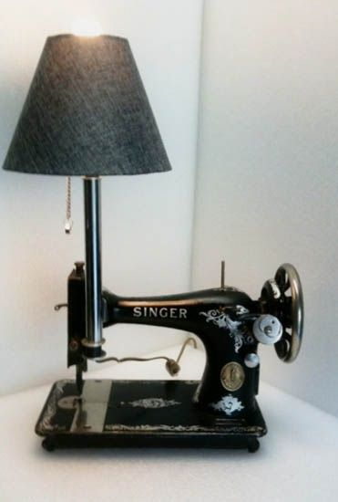 Inspiration pour le makerspace de Lille #Luminaire recycling sewing machines for table lamp