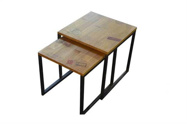 Juego de mesas auxiliares en hierro y madera estampada (Tienda Vainilla).