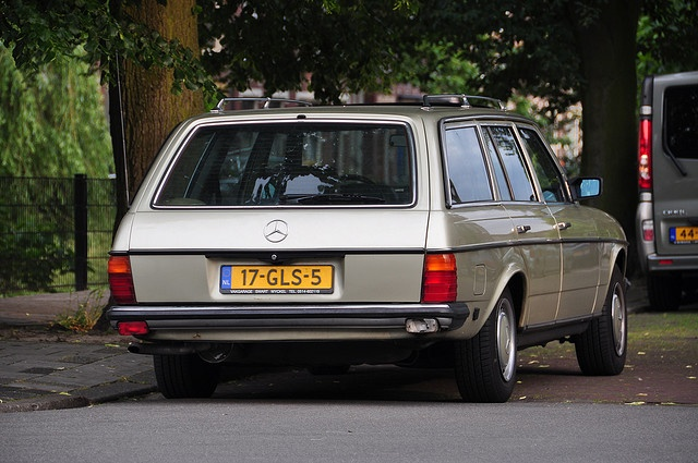 Our beloved MercedesBenz 230TE/1981. Photo taken by 'passer-by'. I accidentily found it on Flickr...