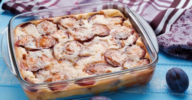 Dessert malin vêtu de fruits, le clafoutis est un indémodable… pas toujours très light. Pas de panique, Fourchette & Bikini prend le gâteau par les cornes!