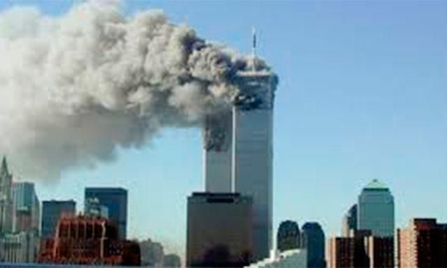 El 11 de Septiembre de 2001, 3 actos terroristas ocurridos en los Estados Unidos sacudieron al mundo. Dos aviones comerciales, uno de la aerolinea American Airlines y otro de United Airlines, fueron secuestrados y luego impactados contra las torres gemelas del World Trade Centre en Nueva York. Un tercer avión secuestrado de American Airlines tenia como objetivo el pentágono; y por ultimo un tercero, cuyo objetivo final era la Casa Blanca, fue estrellado en campo abierto en Pensilvania.