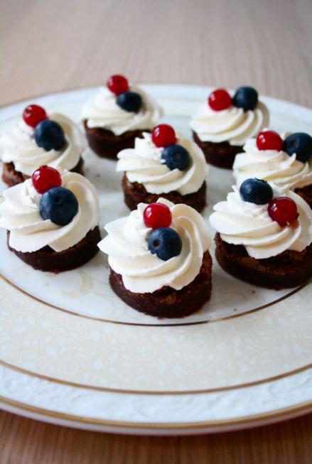 Brownie-leivokset / Brownie-cakes