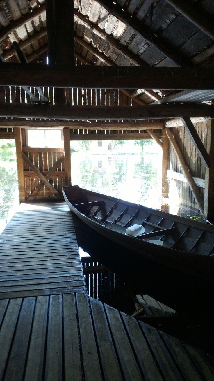 Taidekeskus Salmela, vanha venevaja sisältä.