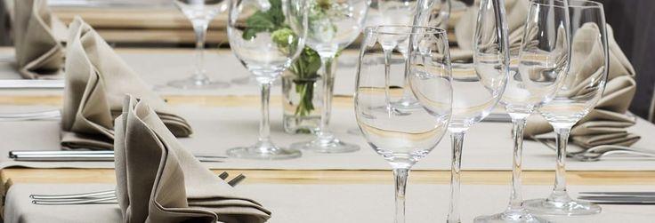 Le ofrecemos nuestro servicio integral para bodas, en el que nos ocuparemos de todos los detalles, desde la decoración de las mesas, hasta la contratación de la música del baile.