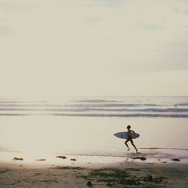 We're experiencing our usual May Grey here in San Diego but how about a trip back to the beach on a day not long ago when the weather was beautiful and the sunset was amazing? . . . . . #olympustrip35 #olympuscameras #olympuscamera #fujifilm #provia100 #shootfilm #longlivefilm #filmisnotdead #filmlives #filmphotography #filmphotographer #35mm #35mmfilm #sandiego #sandiegolife #sandiegoliving #westcoast #leftcoast #californialove #lajolla #surfsup #surfing #surf #surfers #sunset #sunsetporn…