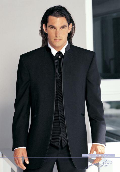 beli dan pesan model jas pria hitam yang dapat membuat penampilan semakin modern