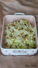 Elmalı Lahana Salatası     Malzemeler;   Beyaz lahana   Yeşil elma   Rendelenmiş kaşar   Kurutulmuş sarı üzüm   Ceviz içi   Tuz ve limo...