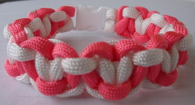 Heart paracord bracelet