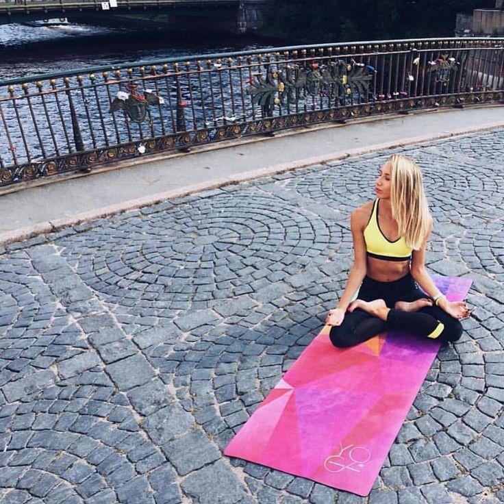 "1,425 次赞、 9 条评论 - ДОМ ТАМ, ГДЕ КОВРИК ДЛЯ ЙОГИ🙏🏻 (@yoga_id_lab) 在 Instagram 发布:""Йожики Северной столицы! Много вопросов в Директ, где потрогать и потестировать наши коврики Yoga…"""