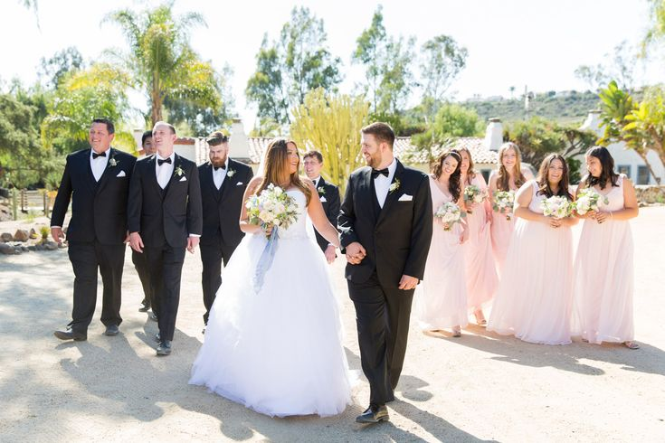 Bridal party photos at the Leo Carrillo Ranch, large bridal parties in San Diego. Cavin Elizabeth Photography.