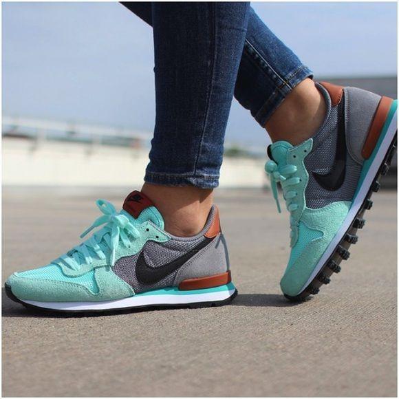 Nike Artisan Teal Internationalist Sneakers •The Nike