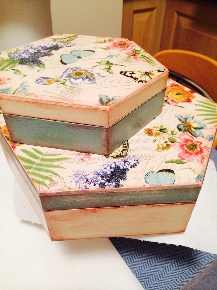 Decoupage σε ξυλινα κουτια                                                                                                                                                      Más