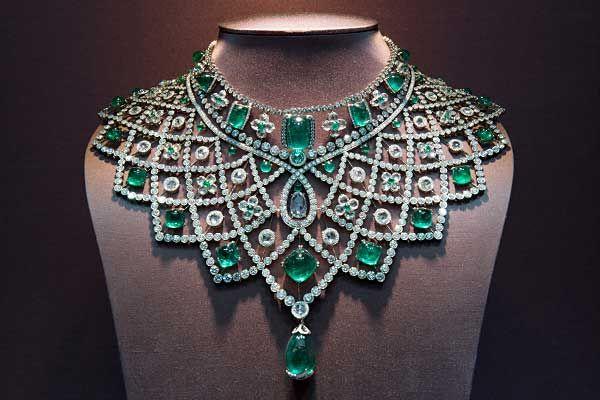 beautiful-emerald-necklace-earrings-sets-3-68067.jpg (600×400)