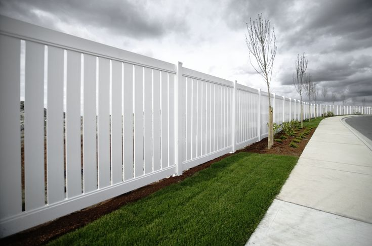 How Much Does it Cost to Fence a Yard?   Backyard fences ...