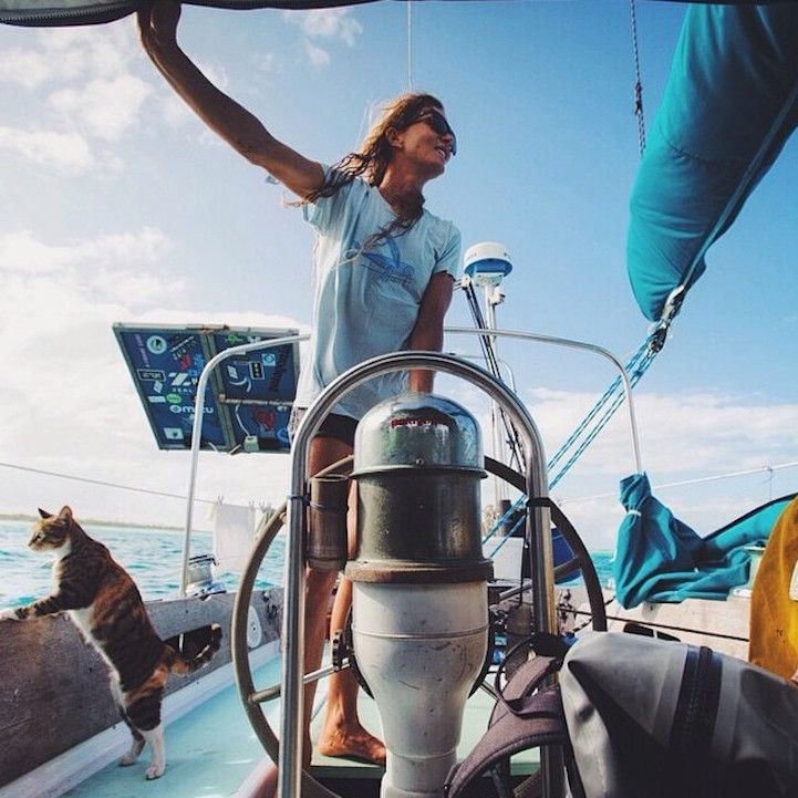 Woman and Her Cat Have Been Sailing Around the World Together for Years - My Modern Met