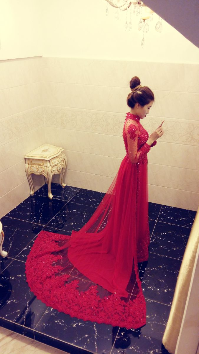 LAHAVA red Ao dai
