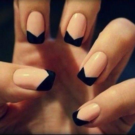 French manicure nude e nera geometrica