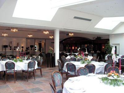 In unserem Restaurant servieren wir Ihnen gutbürgerliche Gerichte, schmackhafte Spezialitäten und leckere Kleinigkeiten.