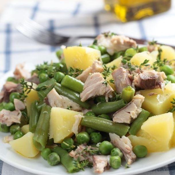 Salade de pommes de terre au thon, haricots et petits pois