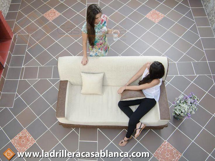 """Ladrillera Casablanca te crea ambientes acogedores y modernos, """"Que fácil es remodelar con Ladrillera CasaBlanca. Naturaleza en tu espacio"""".  Tableta Samore 30 x 30 cm"""