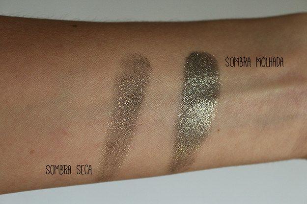 Potencialize a cor da sombra molhando levemente o pincel antes de passar no produto.   26 truques rápidos de maquiagem que vão facilitar a sua vida