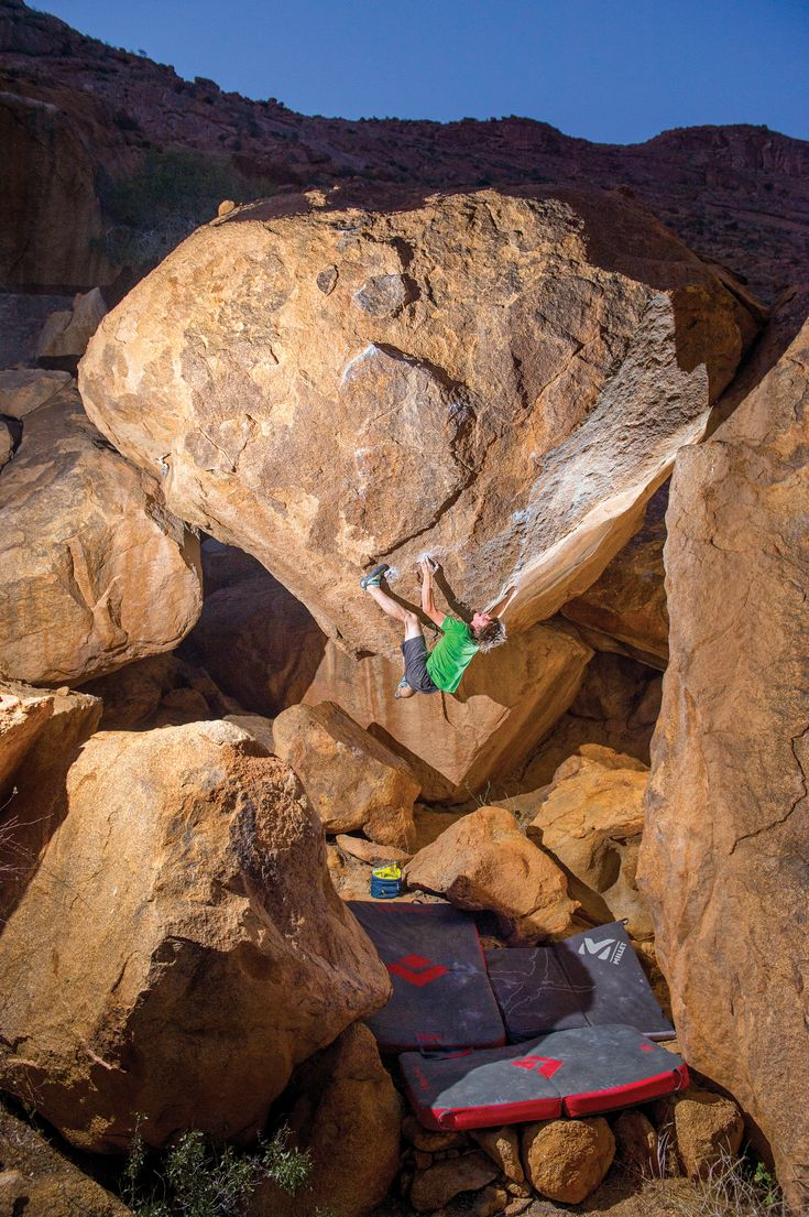 How to Train for Compression  Nils Favre using the magic of compression on Le Diamant (V12), sector Kleine Spitzkoppe, Namibia. Photo by Jean Louis Wertz.