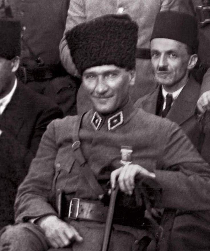 Atatürk'ün Fotoğrafını Photoshopla Gülüyormuş Gibi Göstermek Alçaklığı | MustafaKemâlim