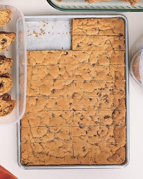 Chocolate Chip Cookie Bars Recipe. Third time pinning this because EVERYONE loves them. I'm constantly asked for the recipe, and they always disappear :)