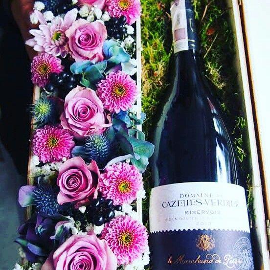 zamów kwiaty z winem #kwiaciarniaszczecin #róże #flowers #flowerbox #rosse #szczecin #kwiatów pudełku #walentynki #giftbox #present #giftshop #flower