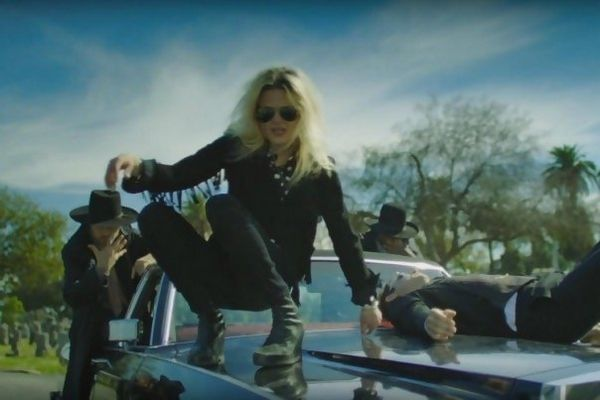 The Kills - Doing It To Death - Friedhof der Kuscheltiere - https://www.musikblog.de/2016/03/the-kills-doing-it-to-death-friedhof-der-kuscheltiere/ #TheKills