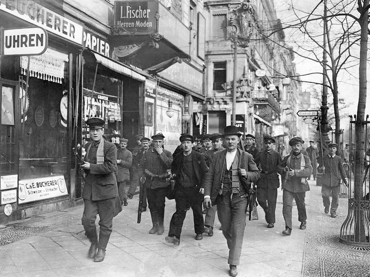German Revolution, 1918-19 - a picture from the past - Armed revolutionary soldiers, sailors, and civilians are photographed on 9 November 1918 at Unter den Linden/Friedrichstrasse in Berlin, Germany