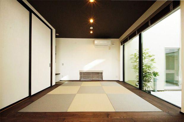 中庭とリビングに面したモダンな和室(1)